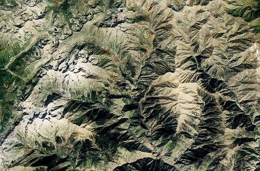 Vuoria, jotka näyttävät aidolta syvyysvaikutelmaltaan.